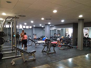 gimnasio-valencia-alboraya-sala-fitness-musculacion-peso-libre-suma-patacona